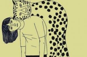 chica sujetando tigre en la espalda sufriendo amistad tóxica