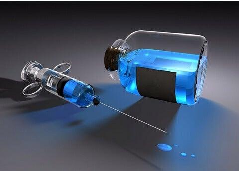 frasco azul con jeringuilla
