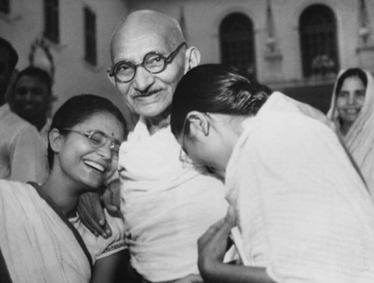 Gandhi con su familia