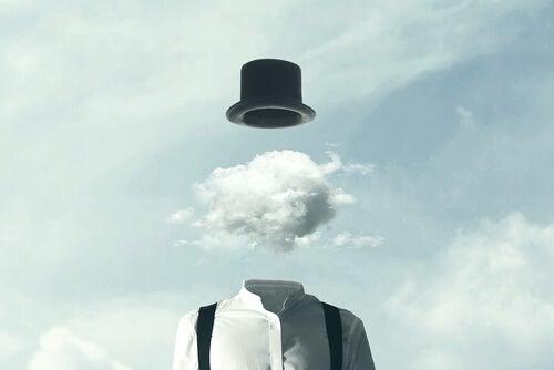 Hombre con nube en la cabeza simulando la niebla mental