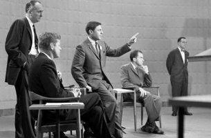 Kennedy y Nixon como ejemplo de políticos que utilizan la comunicación no verbal