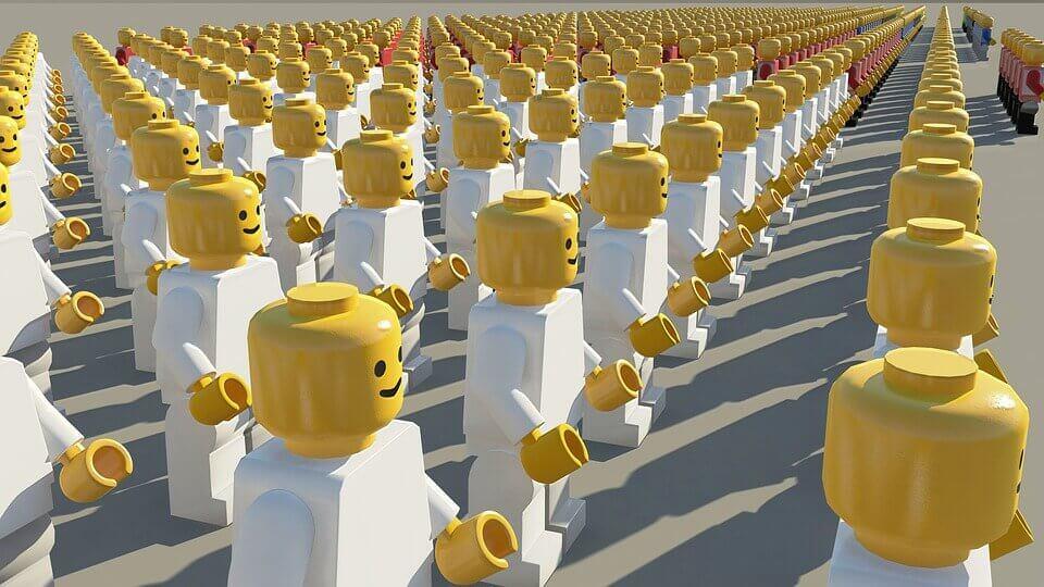 Legos en grupo representando la psicología social