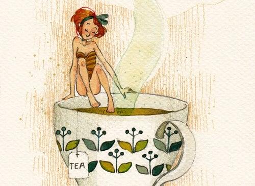 mujer en una taza de té