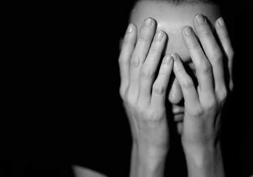 ¿Por qué a veces culpamos a la víctima?