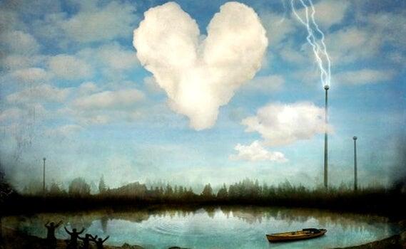 nube en forma de corazón sobre estanque