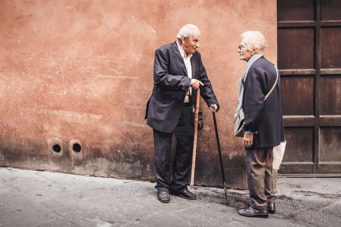 Personas mayores practicando el envejecimiento activo