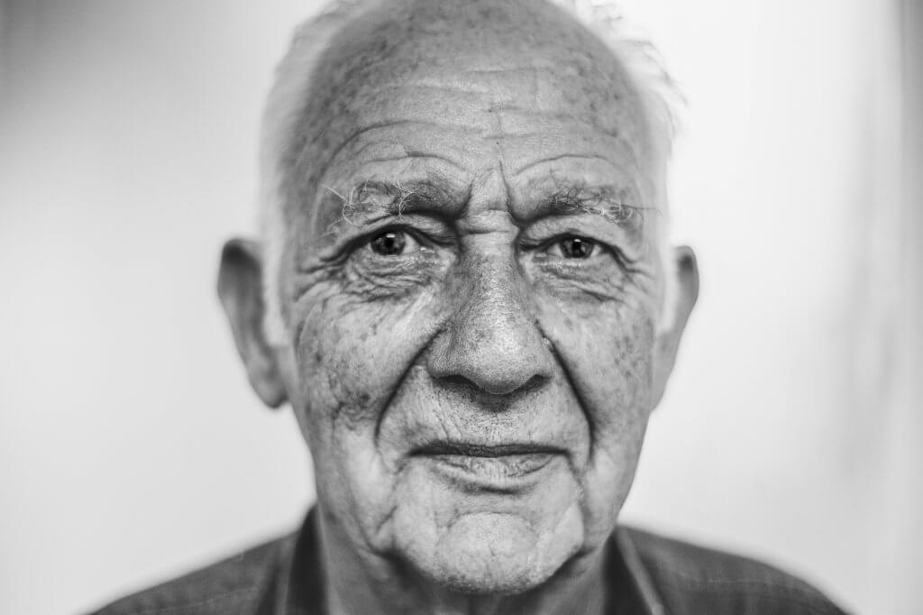 Rostro de un hombre mayor