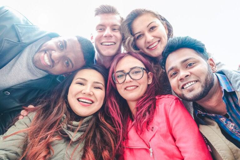 Narcisismo colectivo: los grupos que se aman a sí mismos