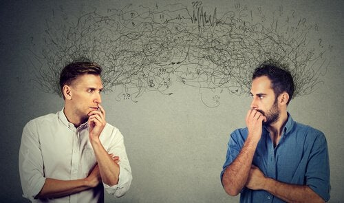 Hombres creando expectativas uno del otro