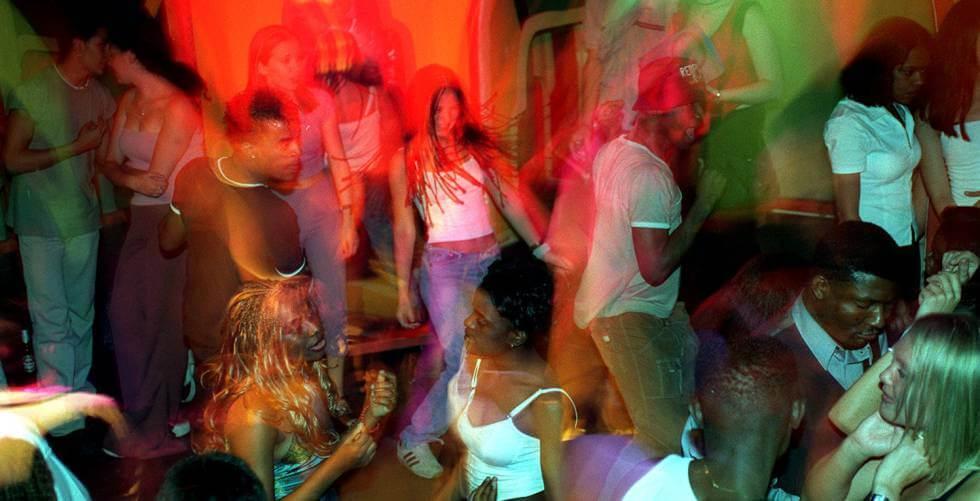 gente bailando por efecto de la burundanga