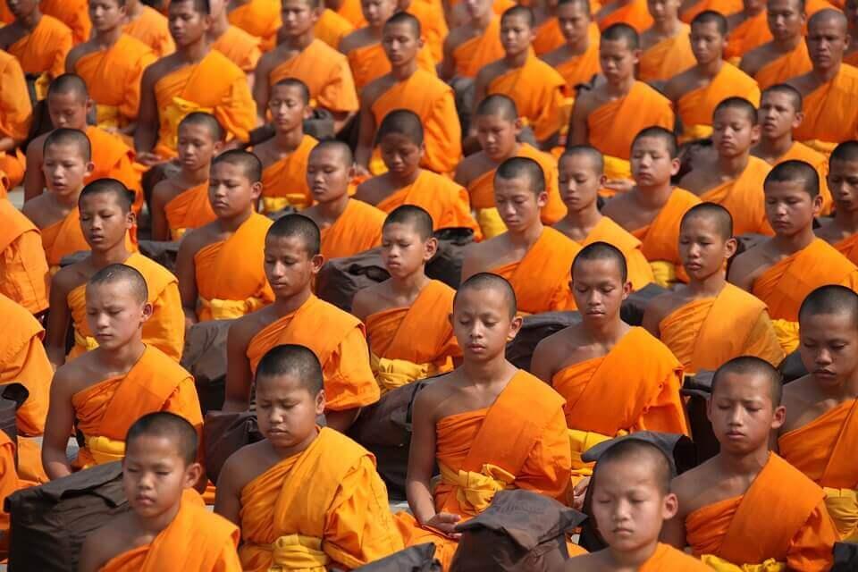 Grupo de niños budistas