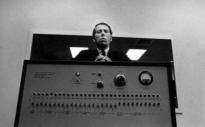Milgram sobre una máquina