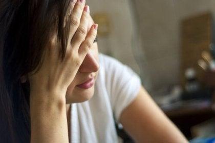 Mujer que sufre cansancio
