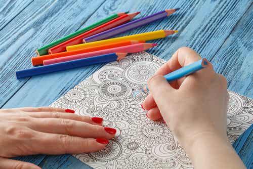 Los beneficios de colorear mandalas