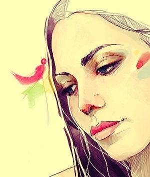 mujer sonriendo de lado pensando en las personas optimistas