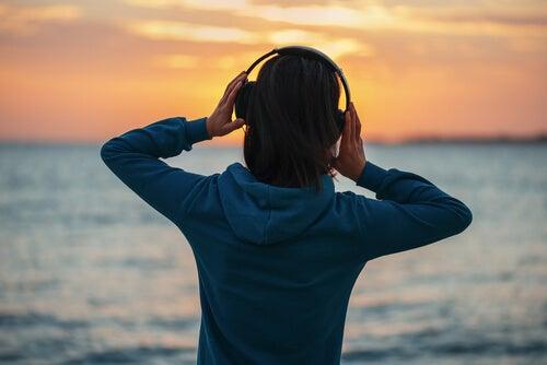 ¿Qué influencia tiene la música en las personas?
