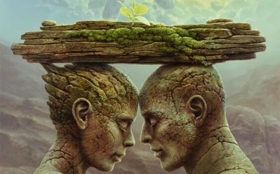 Pareja bajo bloque de piedra donde se alza la flor de la confianza