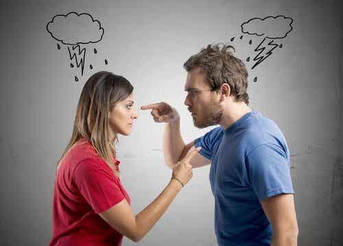 5 agresiones verbales de tu pareja que tal vez no notas
