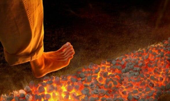 Firewalking: una nueva, pero peligrosa técnica de motivación