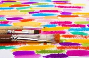 Pinceles con colores