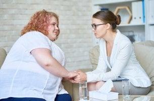 Psicóloga con paciente con obesidad