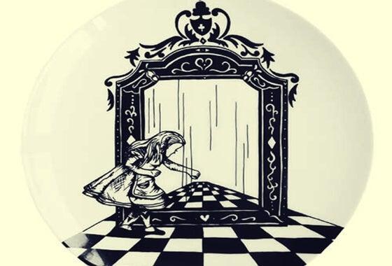 Alicia a través del espejo, de Lewis Carroll