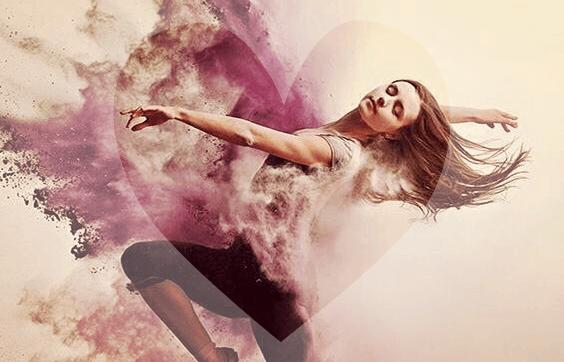Chica bailando trabajando en el sándwich Mindfulness