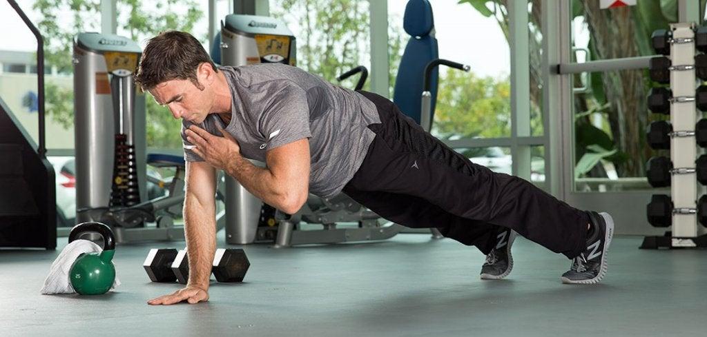 hombre haciendo ejercicio físico