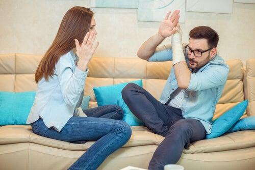 Hombre maltratado por su pareja