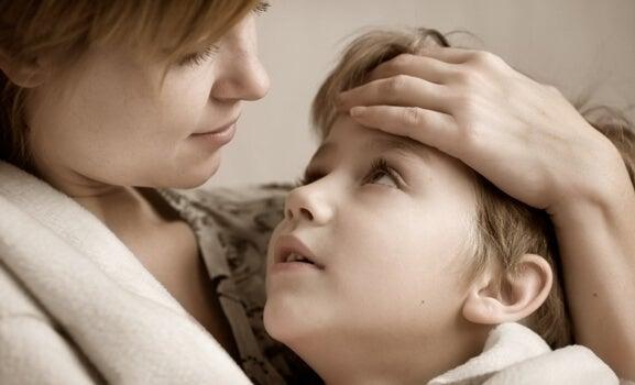 mamá sintiendo la necesidad de mantener a salvo a los niños