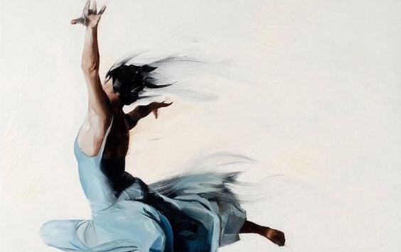 mujer bailando representando la eudaimonía