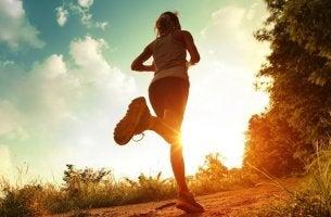 mujer haciendo ejercicio físico