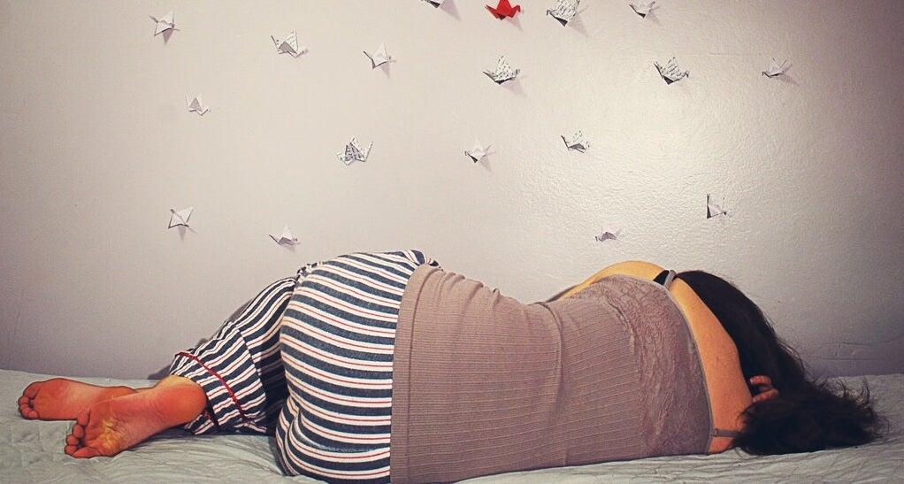 Mujer durmiendo conectada a los sueños