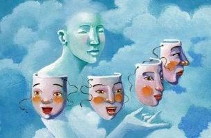 Mujer eligiendo máscara para representar el arte de la manipulación