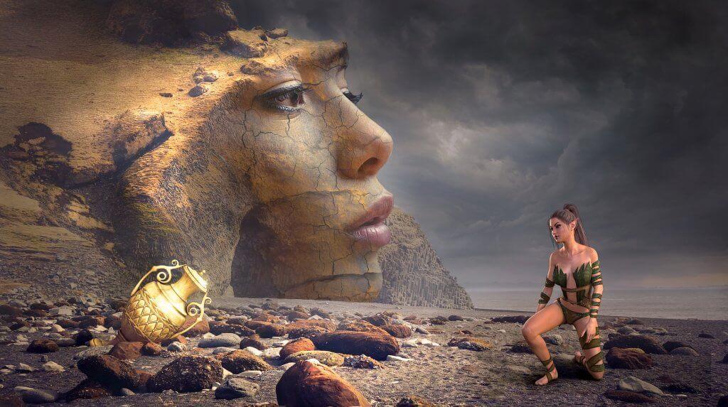 Mujer mirando rostro femenino
