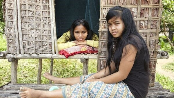 niñas indígenas víctimas de las tradiciones sexuales