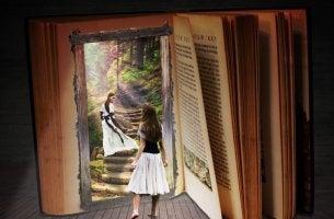 Niña abriendo un libro
