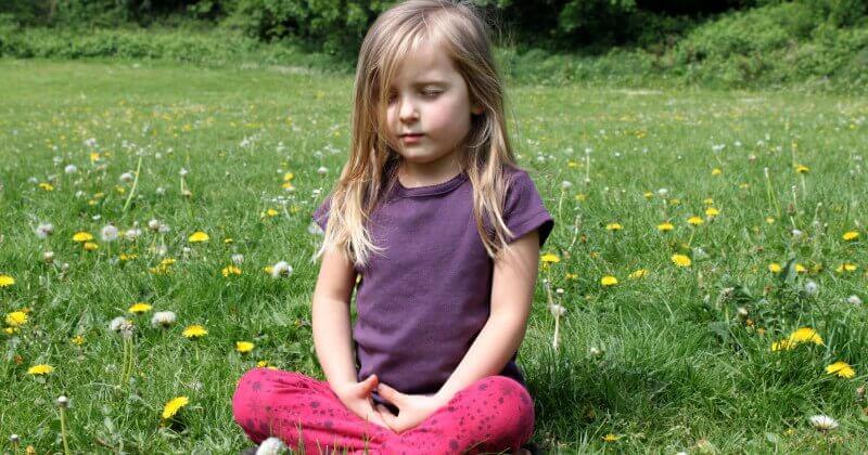 Nila meditando