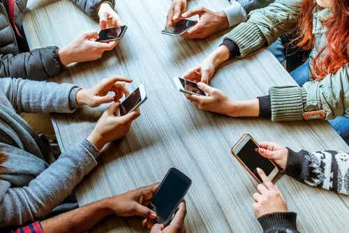 Phubbing: cuanto el móvil destruye las relaciones