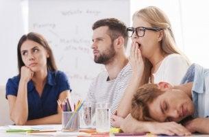 Grupo de trabajadores que sufren presentismo laboral