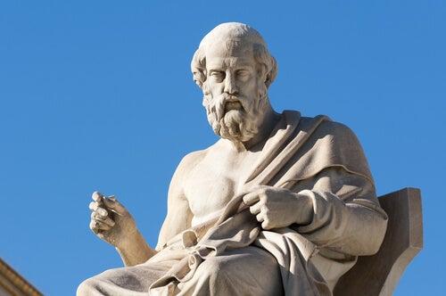 Platón sentado simbolizando la antigua cura griega para la depresión y la ansiedad