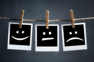 Tres caras dibujadas que representan los cambios de humor