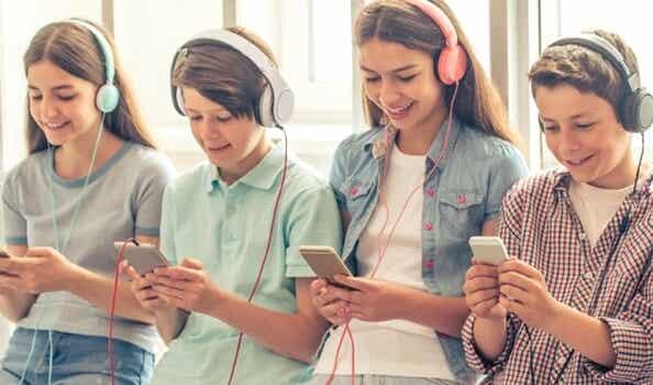 """5 inquietantes rasgos de la """"generación smartphone"""""""