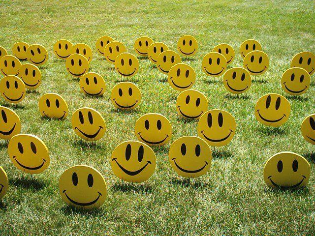 Caras sonrientes de color amarillo