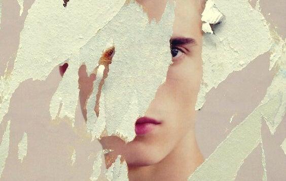 imagen rasgada de un chico simbolizando la dificultad de creer en uno mismo