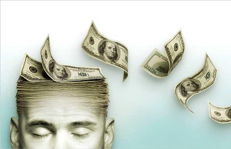 Hombre pensando en dinero mostrando su verdadera personalidad