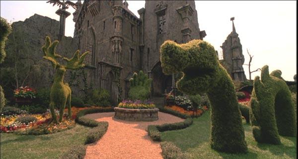 Jardín con arbustos con formas de animales