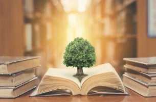 Libro con un árbol para representar la importancia de los libros de psicología educativa