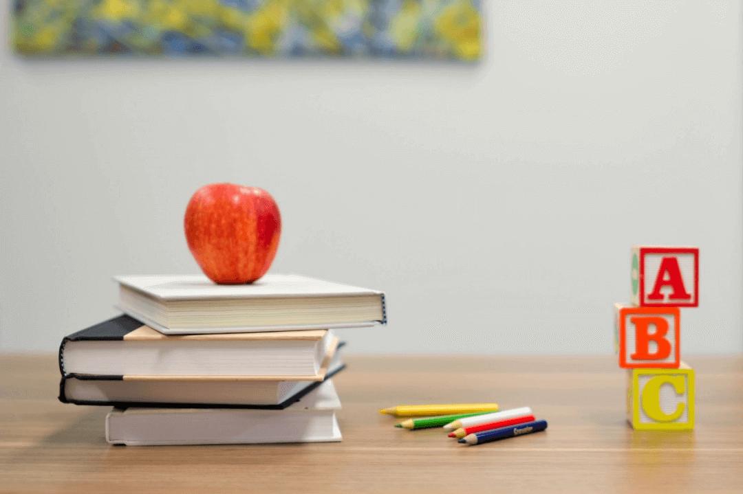 Libros y lápices
