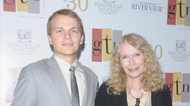 Mia Farrow e hijo